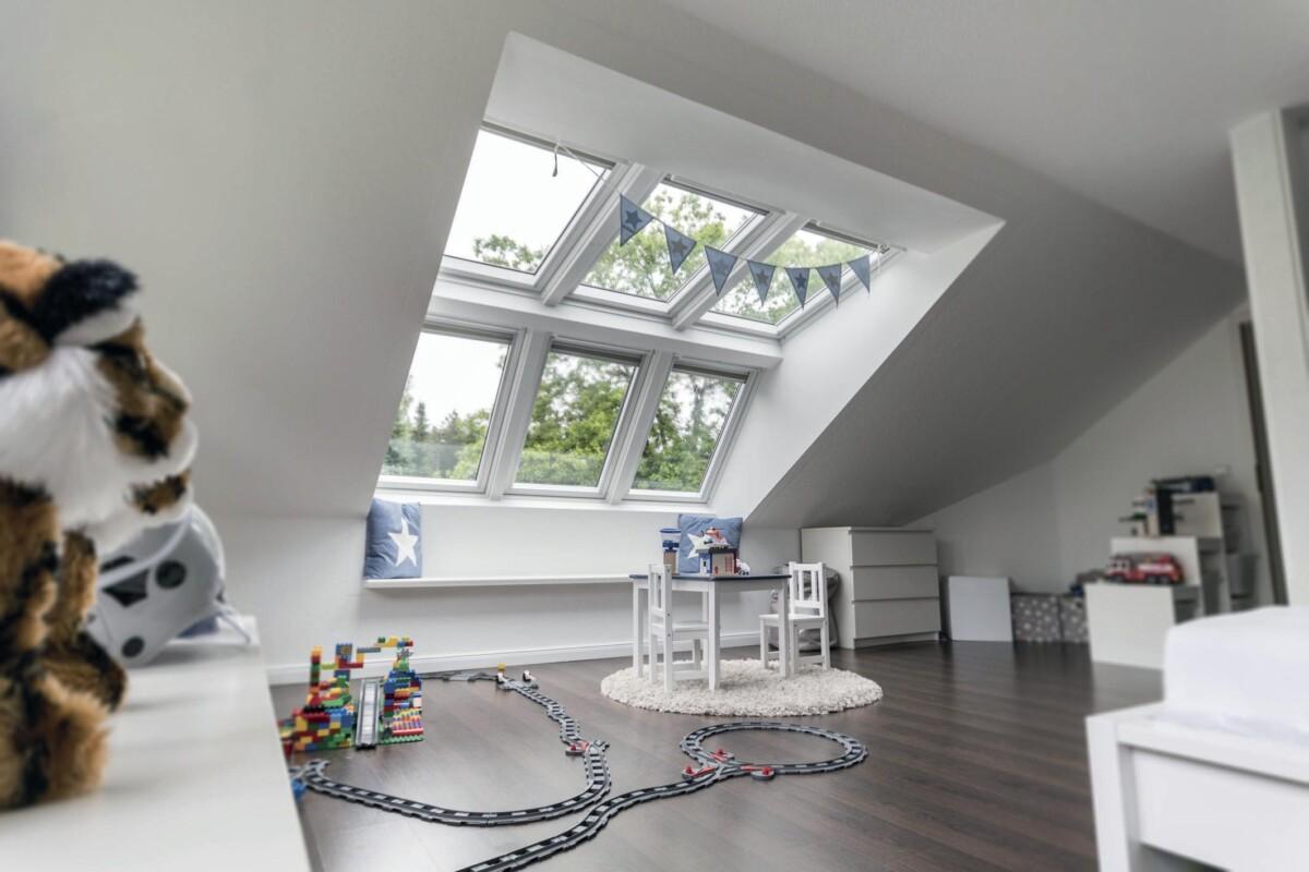 Mit der Lichtlösung Panorama wird eine Extra-Portion Licht ins Dachgeschoss geholt